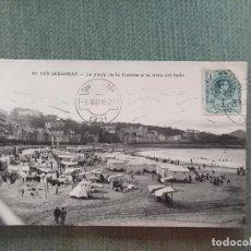 Postales: POSTAL SAN SEBASTIAN LA PLAYA DE LA CONCHA A LA HORA DEL BAÑO. Lote 194992552
