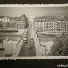 Postales: BILBAO-PUENTE DE LA VICTORIA Y CALLE DE NAVARRA-ED·DARVI-2-POSTAL ANTIGUA-(68.095). Lote 195139320