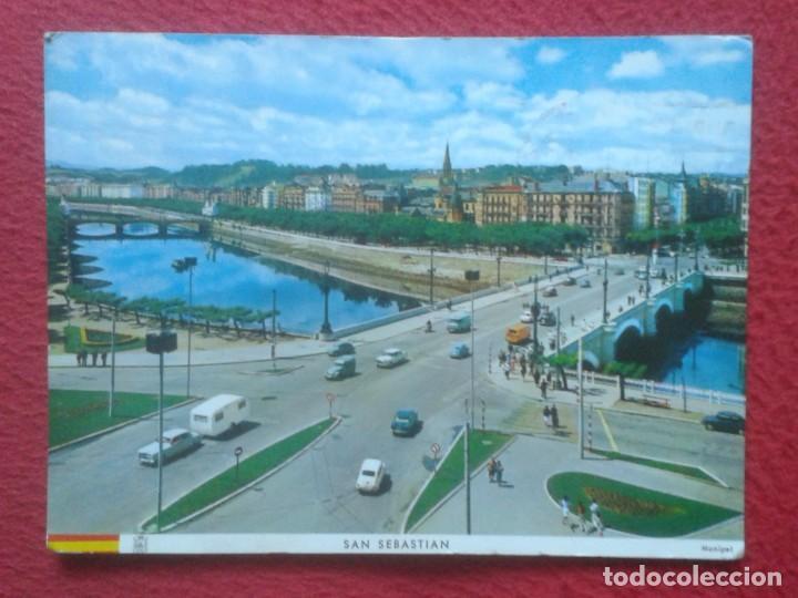 POSTAL POST CARD SAN SEBASTIÁN DONOSTIA RÍO URUMEA Y PUENTES, COCHES VARIOS DE ÉPOCA, DE MANIPEL.... (Postales - España - País Vasco Moderna (desde 1940))