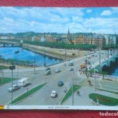 Postales: POSTAL POST CARD SAN SEBASTIÁN DONOSTIA RÍO URUMEA Y PUENTES, COCHES VARIOS DE ÉPOCA, DE MANIPEL..... Lote 195387577