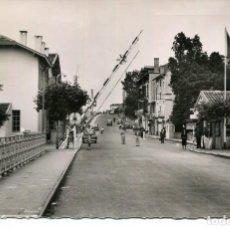Postales: HENDAYA-PUENTE INTERNACIONAL -FRONTERA FRANCO-ESPAÑOLA-AÑO 1955-FOTOGRÁFICA. Lote 204147620