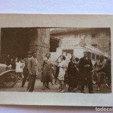 Postales: POSTAL FOTOGRÁFICA. SIN EDITOR. GRUPO Y AUTOBÚS. JULIO 1928. CESTONA. GUIPÚZCOA.. Lote 204755197