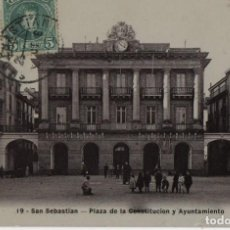 Postales: PLAZA DE LA CONSTITUCION Y AYUNTAMIENTO-CIRCULADA Y CON SELLO-SAN SEBASTIAN-GUIPUZCOA. Lote 212017930