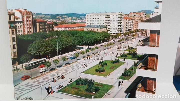 ANTIGUA POSTAL IRÚN. PLAZA DE ESPAÑA Y PASEO COLÓN. 1974 (Postales - España - País Vasco Moderna (desde 1940))