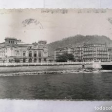 Postales: POSTAL SAN SEBASTIAN, TEATRO VICTORIA EUGENIA, ESCRITA AÑOS 50. Lote 221966297
