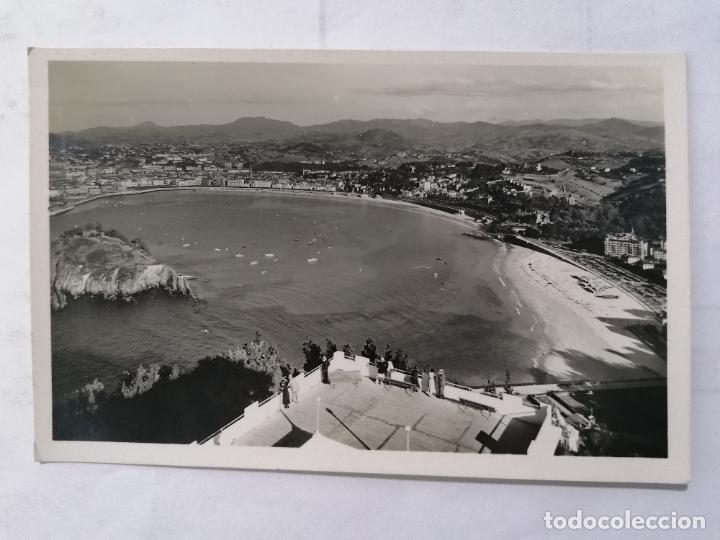 POSTAL SAN SEBASTIAN, VISTA DESDE EL MONTE IGUELDO, ESCRITA AÑOS 50 (Postales - España - País Vasco Moderna (desde 1940))
