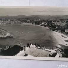Postales: POSTAL SAN SEBASTIAN, VISTA DESDE EL MONTE IGUELDO, ESCRITA AÑOS 50. Lote 221967690