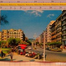 Postales: POSTAL DE GUIPÚZCOA. AÑO 1965. SAN SEBASTIAN AVENIDA DE ESPAÑA. MOTOS, SEAT 600. 1079. Lote 222494390