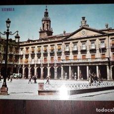 Postales: Nº 41041 POSTAL VITORIA PLAZA DE ESPAÑA Y AYUNTAMIENTO. Lote 225366630