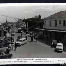Postales: POSTAL DE IRUN (GUIPUZCOA) PUENTE INTERNACIONAL AL FONDO HENDAYA AÑOS 40. Lote 229881985
