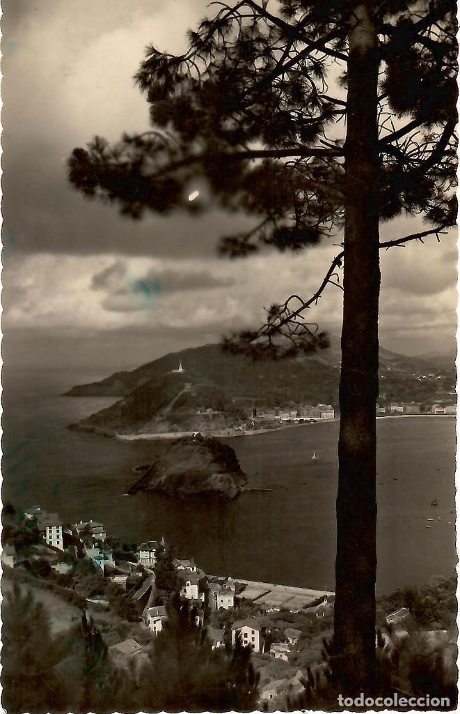 Nº 53-SAN SEBASTIÁN. ISLA DE SANTA CLARA Y MONTE URGULL. CIRCULADA EN 1958. EDICIONES LUJO (Postales - España - País Vasco Moderna (desde 1940))