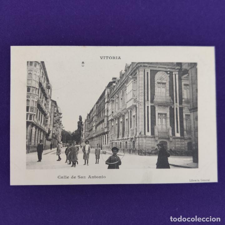 POSTAL DE VITORIA (ALAVA). CALLE DE SAN ANTONIO. LIBRERIA GENERAL. ORIGINAL. (Postales - España - Pais Vasco Antigua (hasta 1939))