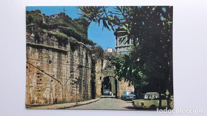 POSTAL FUENTERRABÍA (GUIPÚZCOA), ENTRADA POR LAS MURALLAS, MANIPEL NAYLLA SEAT RENAULT (Postales - España - País Vasco Moderna (desde 1940))