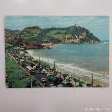 Postales: POSTAL SAN SEBASTIAN PLAYA LA CONCHA MONTE IGUELDO 1965 RARA (GUIPUZCOA) ESCRITA CIRCULADA FUERTES. Lote 276047333