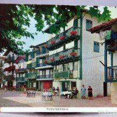 Postales: POSTAL FUENTERRABIA CALLE SAN PEDRO NAYLLA FOURNIER FOTO MANIPEL 1962 SIN CIRCULAR. Lote 287898448