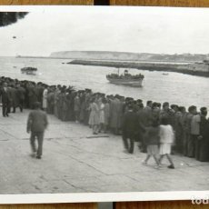 Postales: FOTOGRAFIA DE PORTUGALETE, REGATAS DE TRAINERAS EN 1944, MIDE 9,8 X 6,5 CMS.. Lote 290020603