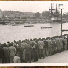 Postales: FOTOGRAFIA DE PORTUGALETE, REGATAS DE TRAINERAS EN 1944, MIDE 9,8 X 6,5 CMS.. Lote 290020788