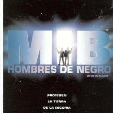 Postales: HOMBRE DE NEGRO. MEN IN BLACK.PUBLICIDAD RAY - BAN. EL CORTE INGLES.1997.. Lote 33681589
