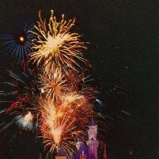 Postales: DISNEYLAND THE HAPPIEST PLACE ON EARTH NIGHTTIME BRILLIANCE SIN CIRCULAR . Lote 45718874