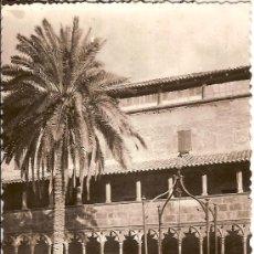 Postales: TARJETA POSTAL PALMA MALLORCA PATIO CONVENTO DE SAN FRANCISCO CIRCULADA 1956. Lote 17445351