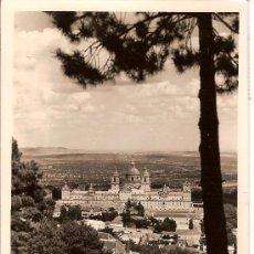 Postales: TARJETA POSTAL EL ESCORIAL VISTA GENERAL CIRCULADA 1958. Lote 14768743