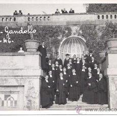 Postales: PS3311 GRUPO DE SACERDOTES POSANDO EN CASTEL-GANDOLFO EN OCTUBRE DE 1946. Lote 18754509