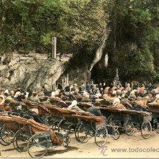 Postales: LOURDES - LOS ENFERMOS DELANTE DE LA GRUTA. Lote 30784245