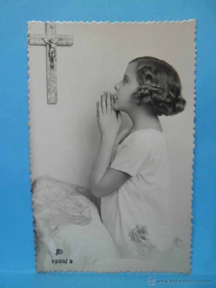 POSTAL - ESCRITA EN 1945 - NIÑA REZANDO - (Postales - Postales Temáticas - Religiosas y Recordatorios)