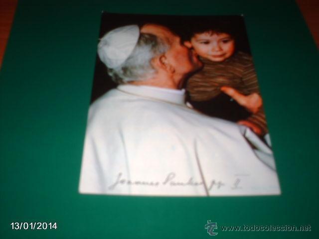 POSTAL DE PRINCIPIOS DE LOS 80 DE JUAN PABLO II, BESANDO A UN NIÑO (Postales - Religiosas y Recordatorios)