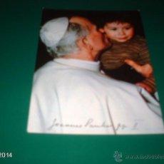 Postales: POSTAL DE PRINCIPIOS DE LOS 80 DE JUAN PABLO II, BESANDO A UN NIÑO. Lote 40971718
