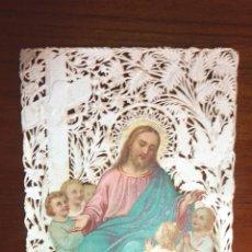 Postales: ANTIGUA ESTAMPA RECORDATORIO CALADA , JESUS BENDICIENDO NIÑOS , COLOREADA PUNTILLA. Lote 51344463