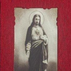 Postales: ESTAMPA RELIGIOSA TROQUELADA DEL SAGRADO CORAZÓN DE JESÚS.. Lote 86514272