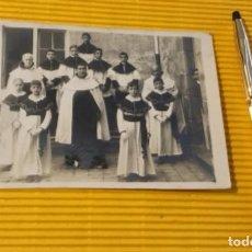 Postales: ANTIGUA POSTAL FOTOGRÁFICA CURAS Y MONAGUILLOS. Lote 118898171