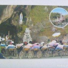 Postales: POSTAL DE LOURDES ( FRANCIA ) : ENFERMOS DELANTE DE LA GRUTA . Lote 124608831