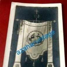 Postales: RARISIMA POSTAL FOTOGRAFICA ESTANDARTE CON PROMESA IV AL CORAZON DE JESUS. Lote 134320658