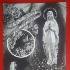 Postales: POSTAL FRANCIA LOURDES APARICIÓN DE LA VIRGEN EN LA GRUTA MILAGROSA ESCRITA AÑO 1960. Lote 140088430