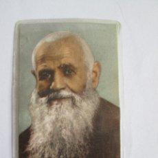Postales: ESTAMPA FRAY LEOPOLDO DE ALPANDEIRE -1963 - CON RELIQUIA - PLASTIFICADA. Lote 180083841