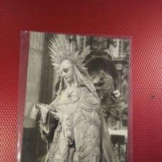 Postales: POSTAL FOTOGRÁFICA PARROQUIA DEL SALVADOR. ESCULTURA DUQUE CORNEJO. LA MERCED SEVILLA 1935. Lote 175537489