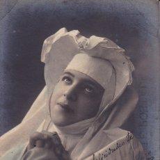 Postales: MONJA REZANDO 1906 ENVIADA DESDE SEBASTIAN . Lote 175851444