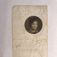 Postales: OBITUARIO. ESTAMPA TROQUELADA RECORDATORIO DEFUNCIÓN DE UNA JOVEN (H.1910?). Lote 177269548