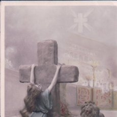 Postales: POSTAL MUJER AGARRADA A LA CRUZ - LEON - LA FOI . Lote 180168773