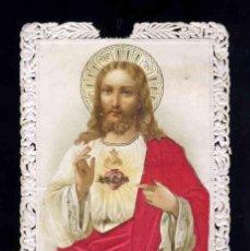Postales: ESTAMPA RELIGIOSA DE PUNTILLA TROQUELADA CALADA: SAGRADO CORAZON JESUS. VESTIDO CON SEDA APLICADA. Lote 191557758