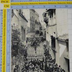 Postales: FOTO RELIGIOSA SEMANA SANTA. PROCESIÓN TRONO A DETERMINAR, PRESUMIBLEMENTE SEVILLA MÁLAGA?. 2652. Lote 194295508