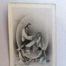 Postales: ESTAMPA RELIGIOSA, JESUS,DANDO LA COMUNION A LOS NIÑOS, AÑO 1952. Lote 210718209