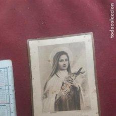 Postales: ESTAMPA CON RELIQUIA. SANTA TERESA DEL NIÑO JESÚS. Lote 270380748