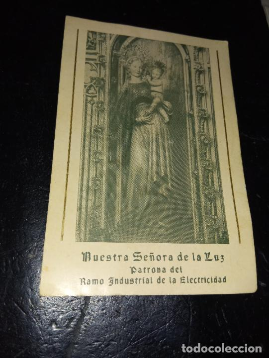 ANTIGUA ESTAMPA RELIGIOSA NTRA. SRA. DE LA LUZ PATRONA DEL RAMO INDUSTRIAL DE LA ELECTRICIDAD 1956 (Postales - Postales Temáticas - Religiosas y Recordatorios)
