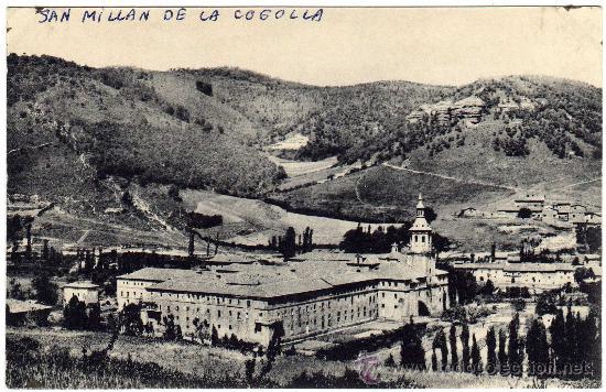 RARA POSTAL - SAN MILLAN DE LA COGOLLA - LA RIOJA - VISTA S.E. DEL MONASTERIO - AL FONDO SUSO (Postales - España - La Rioja Antigua (hasta 1939))