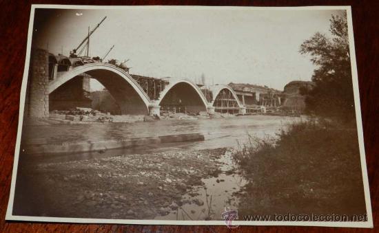 ANTIGUA FOTOGRAFIA DE TORREMONTALBO (LA RIOJA), CONSTRUCCION DEL PUENTE DE FERROCARRIL DE TORREMONTA (Postales - España - La Rioja Antigua (hasta 1939))