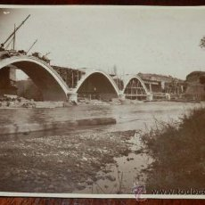 Postales: ANTIGUA FOTOGRAFIA DE TORREMONTALBO (LA RIOJA), CONSTRUCCION DEL PUENTE DE FERROCARRIL DE TORREMONTA. Lote 31305478