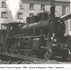 Postales: FOTOGRAFIA ESTACION REUS AVINGUDA 1963 GIRANT LA MAQUINA FOTO F. LLAURADO COLECCION. Lote 288613493